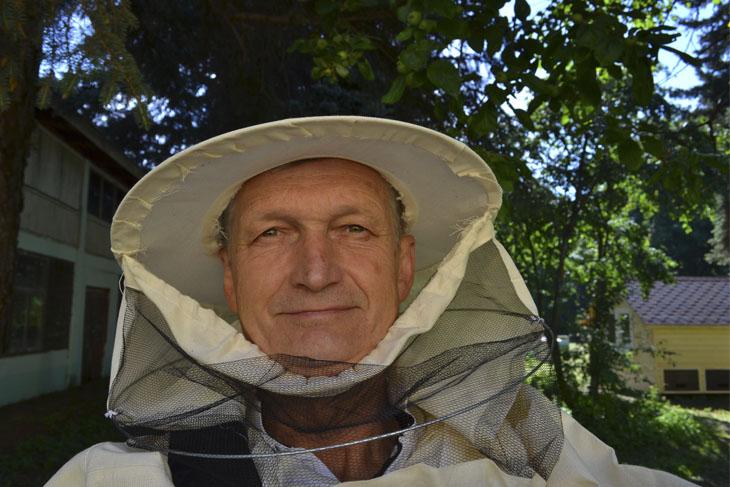 Пчеловод Николай Баранов